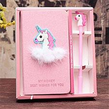 cuaderno de unicornio con pluma